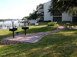 Bay Oaks BBQ Grills and Picnic Area